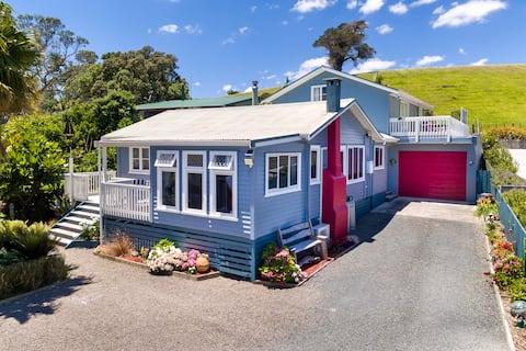 RENOVATED OPONONI BEACH HOUSE