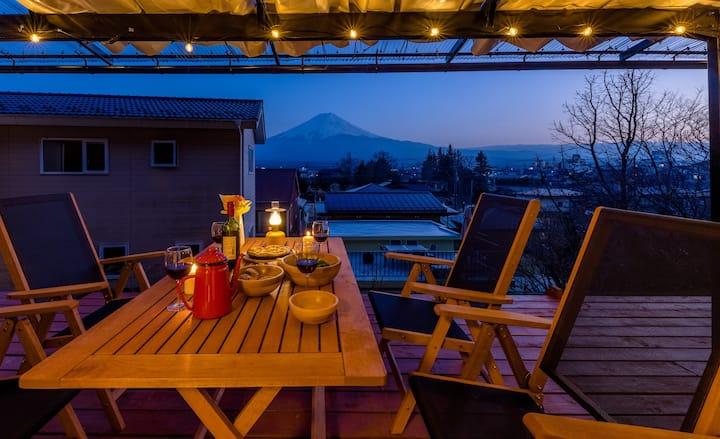 富士山絶景!ペットOK!広々テラスとお庭で非日常体験!河口湖&富士急ハイランド至近!