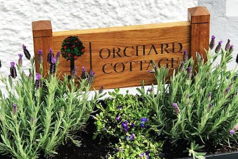 PEACEFUL TRADITIONAL IRISH COTTAGE SET ON OWN LAND