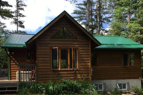 Woodhaven: Private Lakefront Cottage in Bancroft