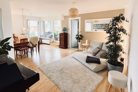 Modern, cozy, very close to the center & quiet