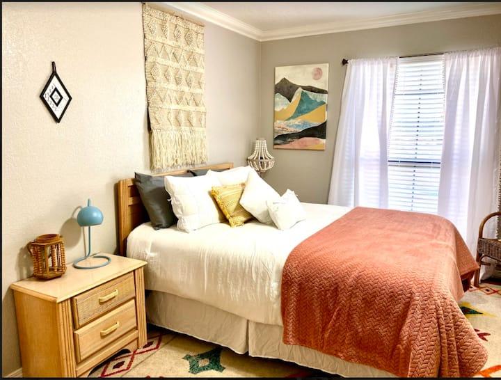 PrivateBedroom Suite Communal House near Integris
