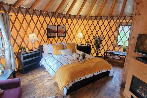 Unique Waterfront Yurt Getaway Experience-Glamping