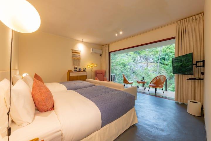诗莉莉清浅温泉酒店|遇龙河旧县段 | 观景双床房 | 私享温泉 | 浴缸 | 泳池