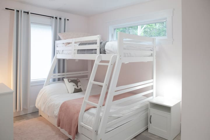 Guestroom - bunk beds (double and twin)