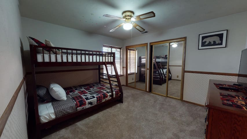 Full and Twin Bunk Beds 3rd Bedroom