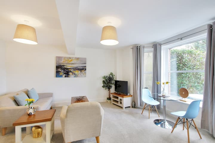 Fantastic apartment by The Pantiles (1)