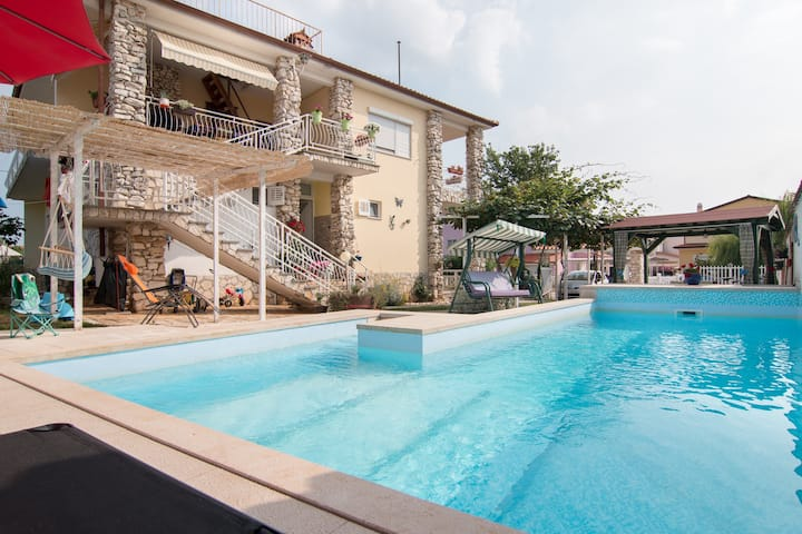 """Holiday apartment Nada """"1"""", 900 m from the beach"""