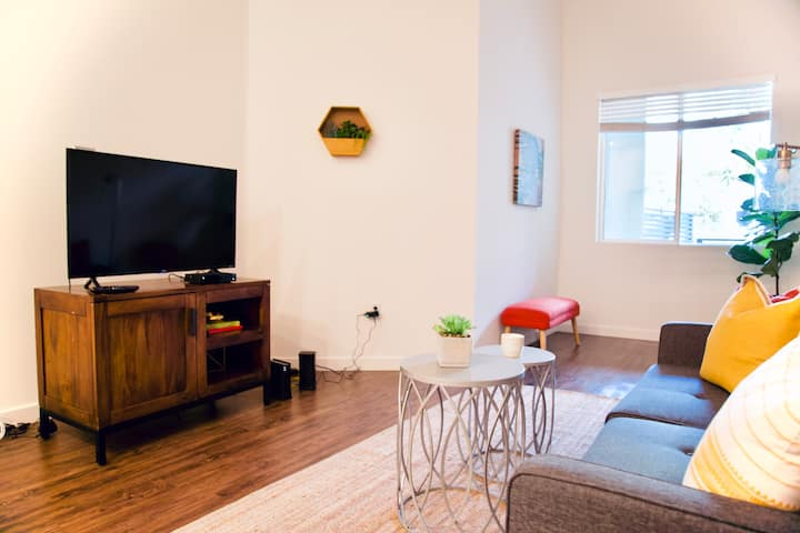 Modern, Crystal Clean Stay 5 min to the beach!