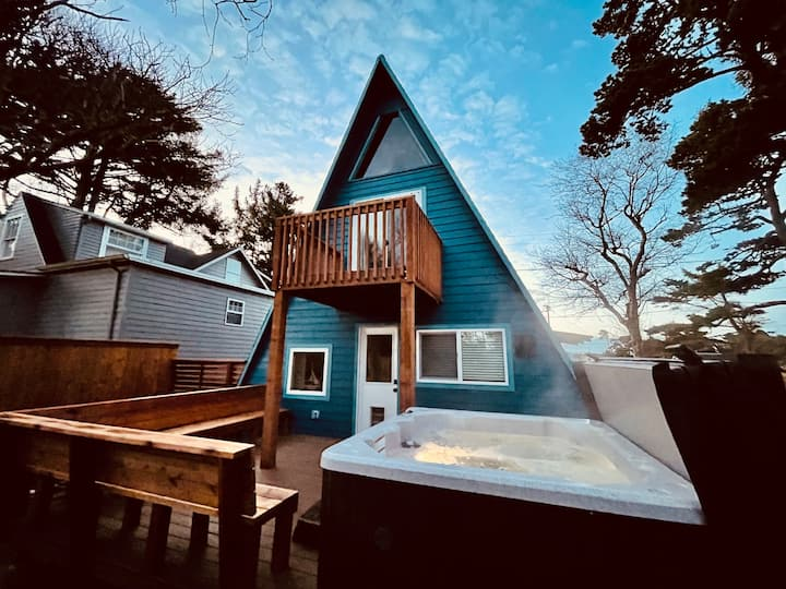 ♥︎Chic & Cozy A-frame♥︎ Hot Tub/Fire Pit/by Beach