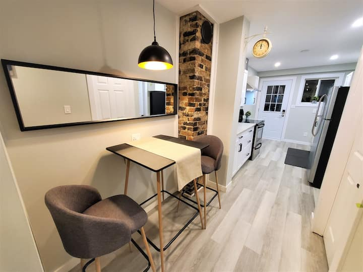 Cozy 2 Bed Apt with Fiber internet near waterfront