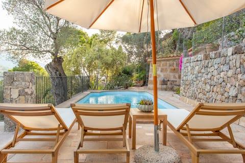 Villa with Sea & Mountain Views