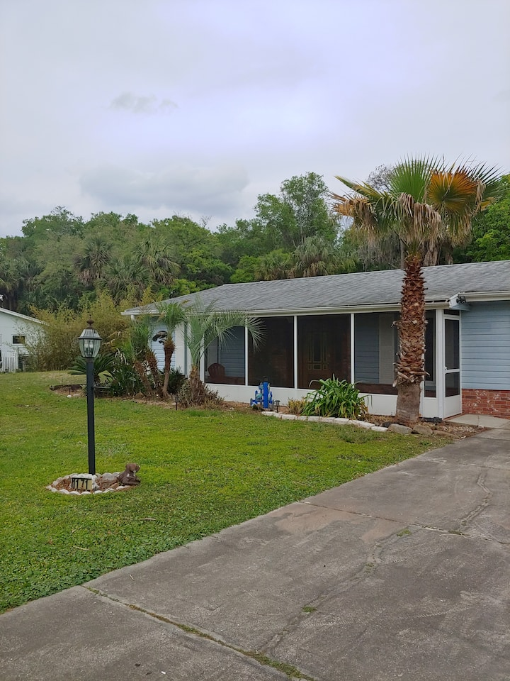 The Manatee House, walk or bike to Everything