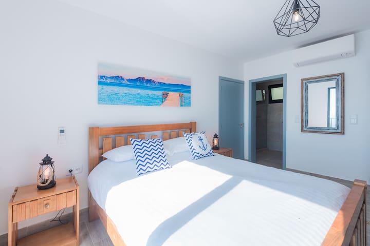 Master Bedroom with ensuite bathroom, Balcony & Aircon