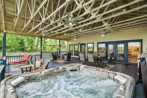 Hot Tub/Wifi/Kayaks/Fire Pit/Billiards/Wildlife