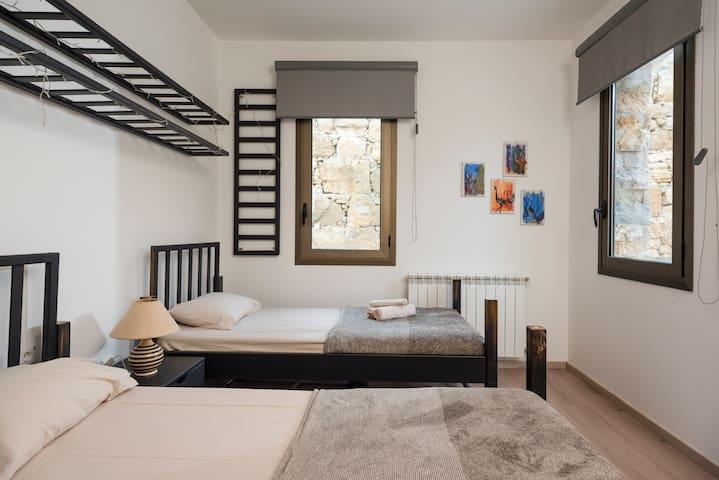 2 BD bedroom