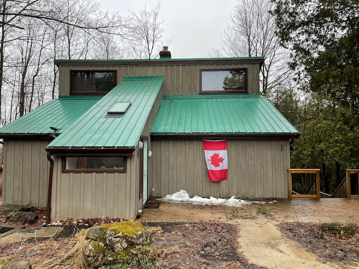 Cottage on Bruce trail, 2 mins to Lake Eugenia