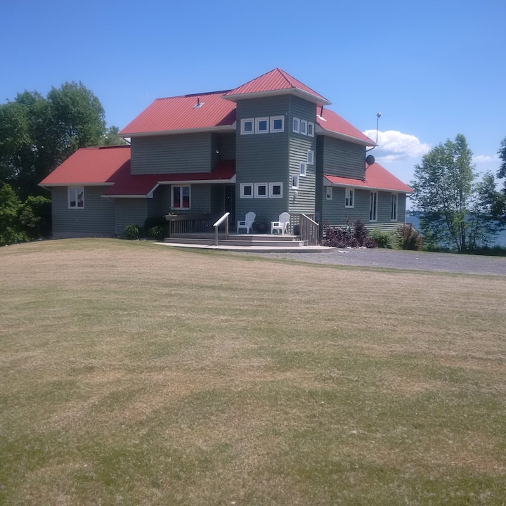 VACATION WATERFRONT SUMMER HOUSE - HOWE ISLAND CDA