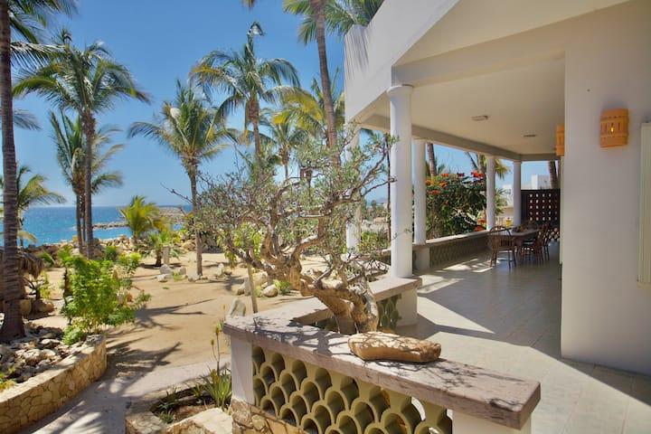 CASA ROMPEOLAS - BEAUTIFUL BEACHFRONT HOME