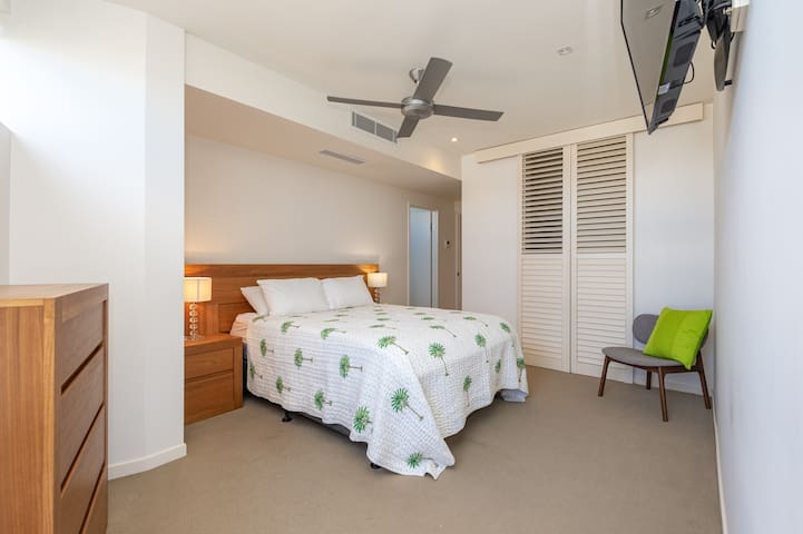 Main Bedroom with TV & Ensuite - Direct access to outdoor living area