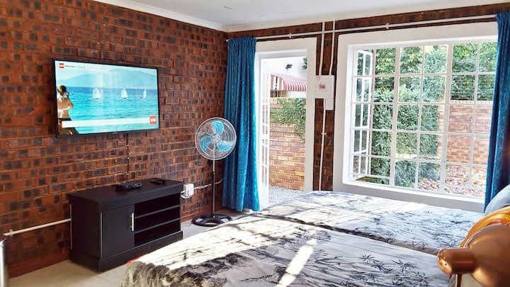 Trendy Hatfield Apartment | DSTV | Unlimited WIFI