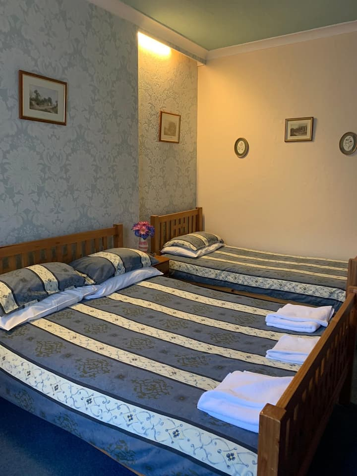 Kinnaird Guest House Large room 2