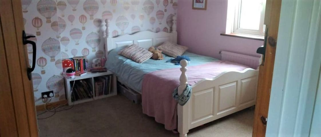 2nd Bed at front of the house