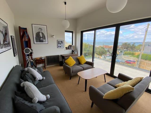 Lounge upstairs with balcony, sea view
