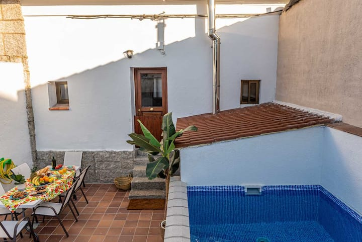 Casa con piscina y patio privado en Valsain