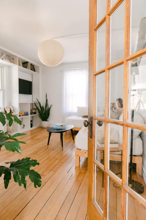 Spacious 2BR Apt. Private Porch. Walk to Downtown.