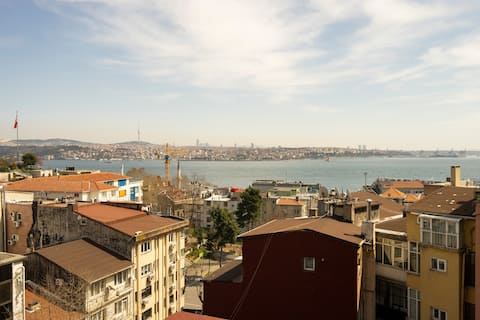 2 Bedroom w. Balcony and Sea View @ Cihangir No:6