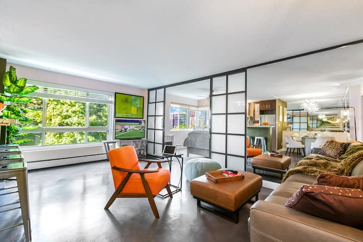 Downtown 2BR/2BA SPARKLING New Listing