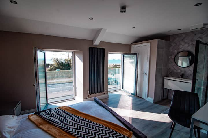 Mumbles sea front 5 bed House Swansea