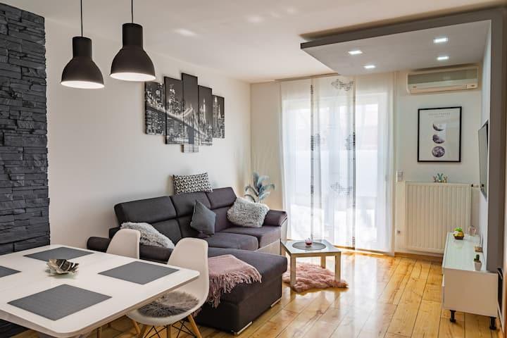 57+17m2 Terrace+Parking / 2 bedroom / Self checkin