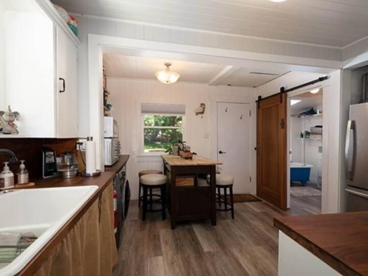 Sunnybank Cabin on Bowen Island