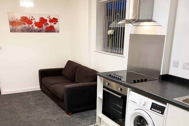 Modern 1 Bedroom Apartment - Flat 2 (St Helens)