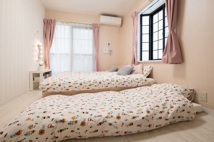 【エキストラベッド】   ソファーベッドに布団を敷いて3人まで宿泊が可能です。(写真にはないですが、ソファーベーッドの上に敷けます)