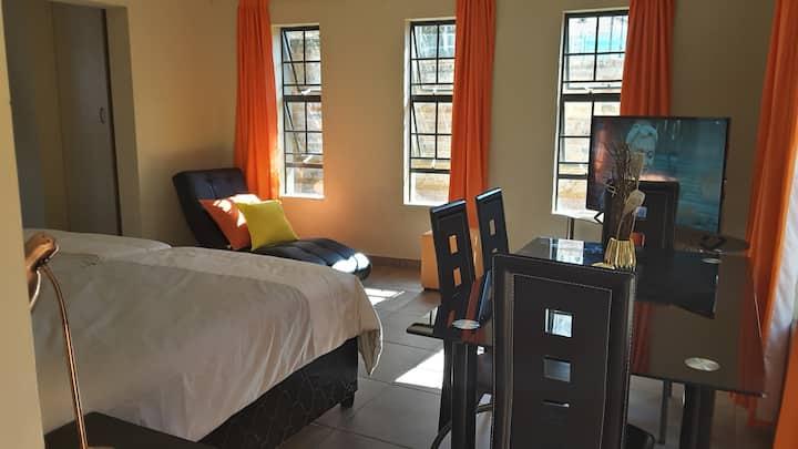 Trendy Double-Storey Apartment | 1-4P | DSTV+WIFI