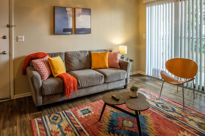 1BR Apt minutes to Airport