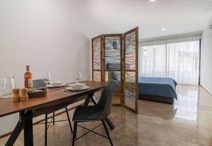 Studio / Central / 2 pax / Elegant / Comfort