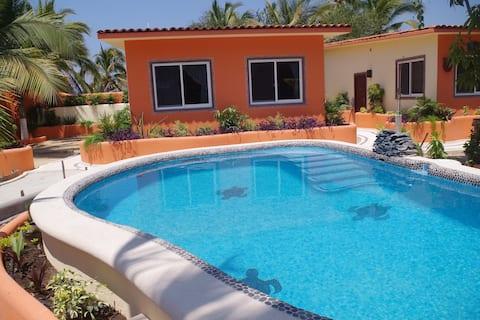 Casitas Bajo Las Estrellas-2, pool & beach access