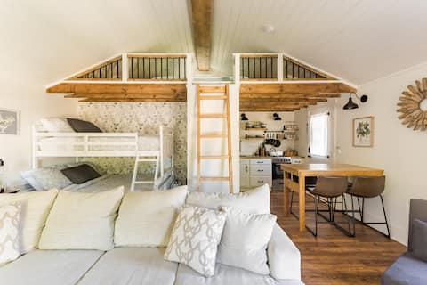 """The Urban Barn Loft """"Tiny"""" House - Sleeps 5-7"""