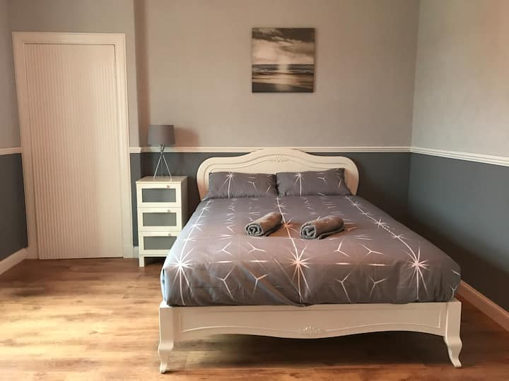 1 bedroom flat near Dunfermline Town Train station