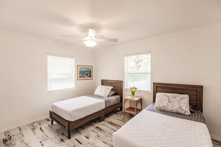 Bedroom 3 - with two twin beds