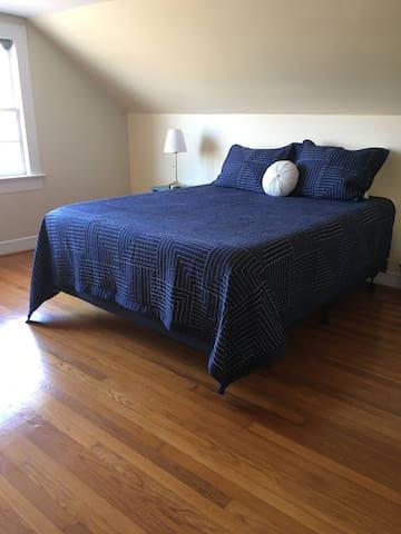 Queen Bed - 2nd Floor