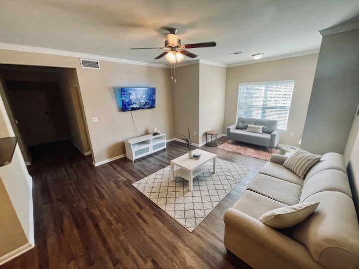 Glowing Apt near Frisco & Plano+Golf+Shops+Fun!