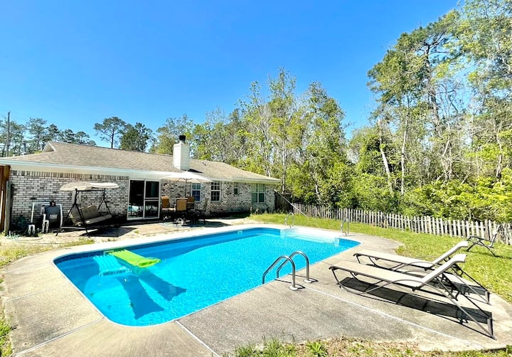"""""""Pensacola's Hidden Gem"""" (with Private Pool)"""