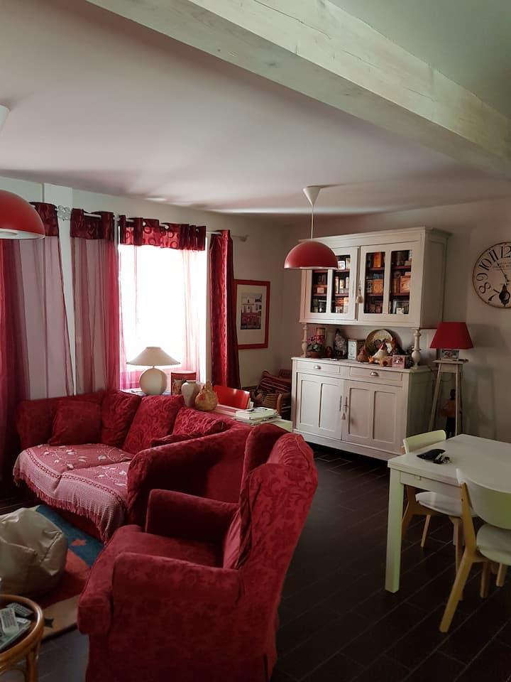 JURA Sud Revermont, jolie petite maison de village