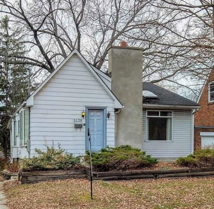 Detached house on 1438 Cawthra Road
