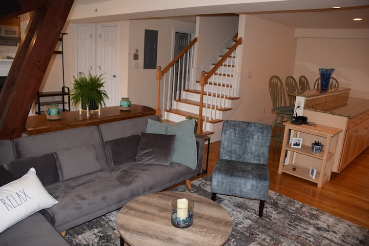 Ideal Getaways. 2bed/2bath Main St Hyannis